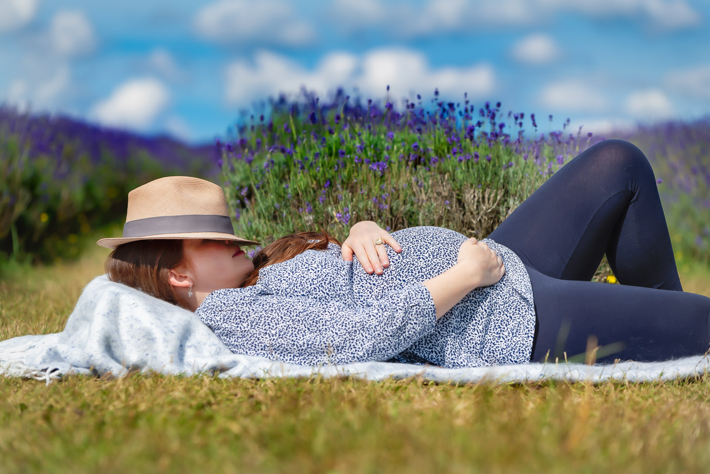 Unique and relaxed maternity photography on Mayfield lavender farm